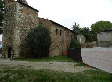 Pieve Romanica di Santarcangelo circondata dal degrado